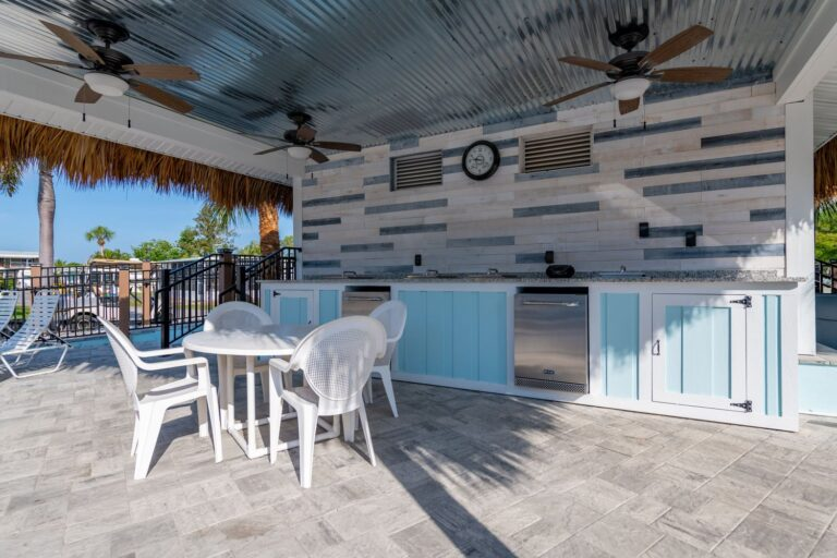 Belle Harbor poolside kitchenette
